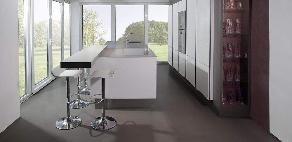Einbauküche mit Edelstahlarbeitsplatte