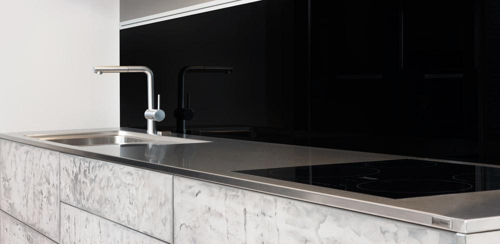 Küche mit Betonfront