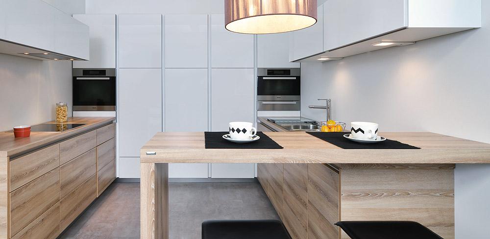 Küche mit Holzdekor