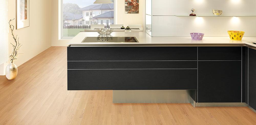 Design Küche mit schwarzen Lederfronten