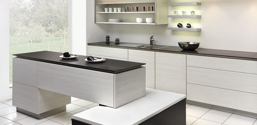 Einbauküche mit dünner Keramikarbeitsplatte