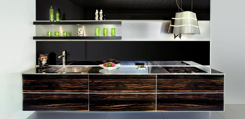 Designküche mit Holzfronten